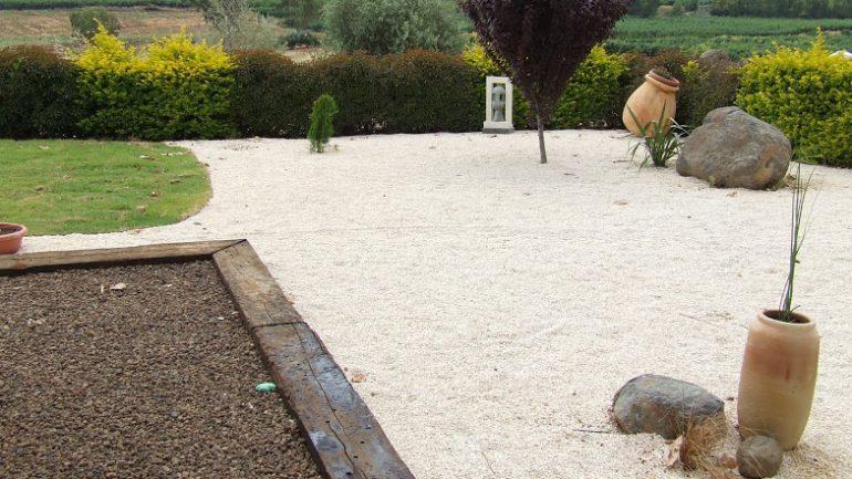 גן האבן – השימוש בטוף, חלוקים ואבנים בגן